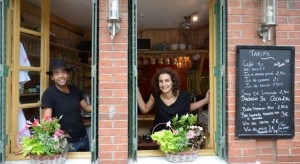 Café Restaurant Solidaire à Rabastens. Super lieu de vie, avec beaucoup de soirées à thèmes, de belles rencontres, et un super cuistot ! Allez voir Majid et Suzy.